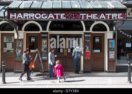 Harrogate Theatre, Oxford Street, Harrogate, North Yorkshire, Inghilterra, Regno Unito Foto Stock