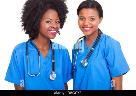 Due belle felice afro-americane donne amici outdoor. multi etnico ... 4b530c45cdc