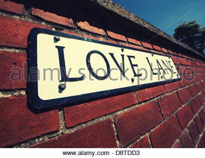 Amore segno di corsia sulla parete Foto Stock