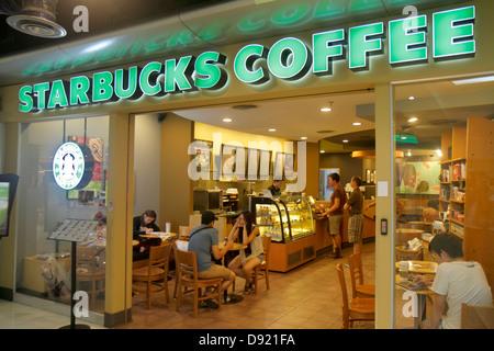 Thailandia, Sud-est asiatico, Thai, Bangkok, Pathum WAN, Rama 1 Road, MBK Centre, centro, complesso, centro commerciale, caffetteria, Starbucks Coffee, barista, cafe, fra Foto Stock