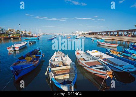 Lungomare del porto di bari, puglia, Italia Foto Stock