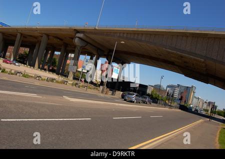 Approccio al Kingston Bridge a Glasgow, Scozia Foto Stock