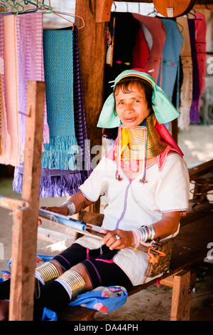 Karen lungo collo della tribù della collina nei pressi del villaggio di Mae Hong Son. Foto Stock