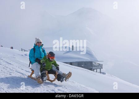 Famiglia, ride, toboga, slittino, Adelboden, turismo, vacanze, sentiero in inverno, sport invernali, il cantone di Berna Oberland Bernese,