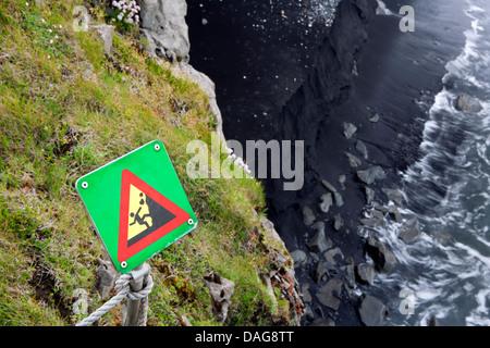 Segnaletica di pericolo - Caduta massi vicino a Dyrholaey, Sud dell'Islanda
