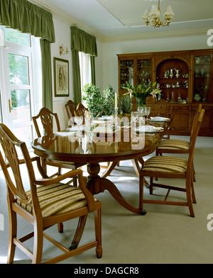 Tavolo Chippendale Bianco.Sala Da Pranzo Con Mogano Stile Chippendale Tavolo E Sedie