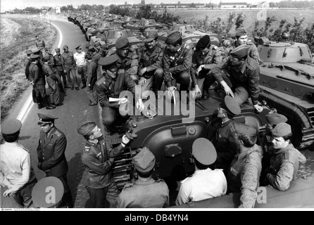 """Militari, Germania orientale, Nazionale Esercito del popolo, Forze terrestri, esercizio """"Fraternità in bracci 80' Foto Stock"""