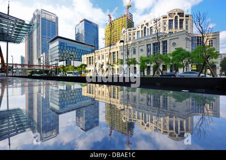 Taiwan, Taipei cityscape presso il distretto di Xinyi. Foto Stock