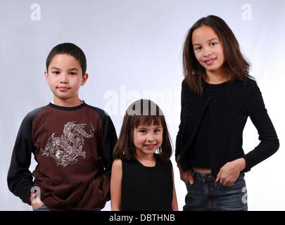 3 ragazzi etnicamente diversi Foto Stock