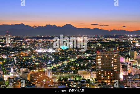 Tokyo, Giappone paesaggio urbano di Ebisu distretto con Mt. Fuji in lontananza. Foto Stock