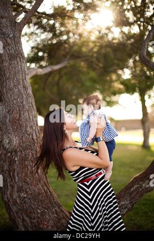 Ritratto di Madre tenendo la nostra bambina