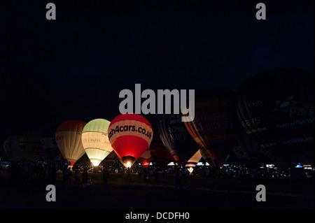 Bristol International Balloon Festival fiesta sera notte a palloncino glow 2013 8 agosto la musica Foto Stock