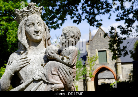 Statua,Quarr Abbey, Wooten Bridge, Ryde, Isle of Wight, Inghilterra, Regno Unito. Foto Stock