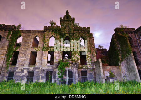 Rovine dal vaiolo ospedale a Roosevelt Island in New York City. Foto Stock