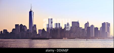 New York City Panorama spanning da Lower Manhattan a Brooklyn attraverso l'East River.