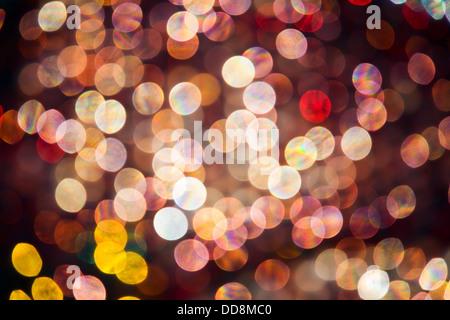 Abstract rosa, rosso e giallo di forma ovale evidenzia che sono fuori fuoco retroilluminato con sfere di vetro Foto Stock