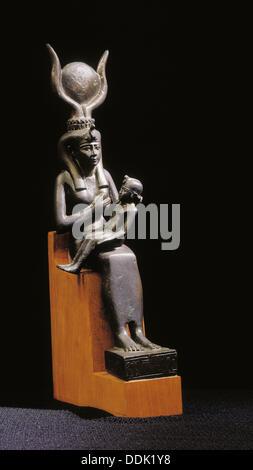 Statua di Iside con Horus bambino. Museo Egizio. Egitto Foto Stock