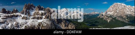 Vista panoramica delle Dolomiti con il Monte Cristallo e del Monte Sorapis e il Lago di Misurina, Cadore, Veneto, Foto Stock