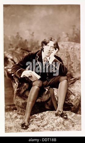 Oscar Wilde, irlandese nato wit e drammaturgo, 1882. Artista: sconosciuto