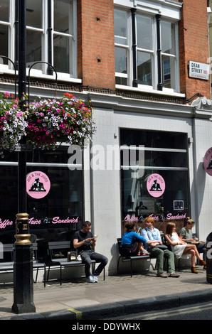 Joe e il succo di frutta, succo di bar e ristorante di Soho, Londra, Regno Unito. Foto Stock