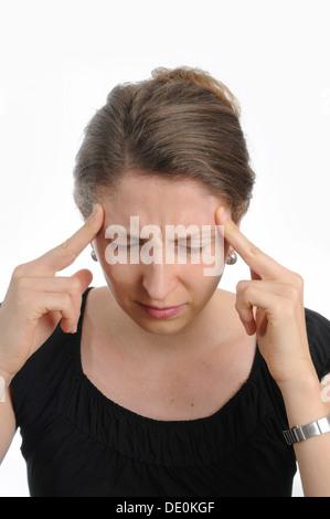 Giovane donna che soffre di un mal di testa Foto Stock