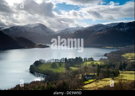 Ullswater da Gowbarrow cadde in inverno, Parco Nazionale del Distretto dei Laghi, Cumbria, England, Regno Unito Foto Stock
