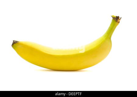 Fresca banana giallo isolato su uno sfondo bianco Foto Stock