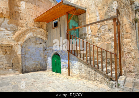 Piccola cella della Chiesa Copta Ortodossa situato sul tetto della chiesa del Santo Sepolcro a Gerusalemme, Israele. Foto Stock