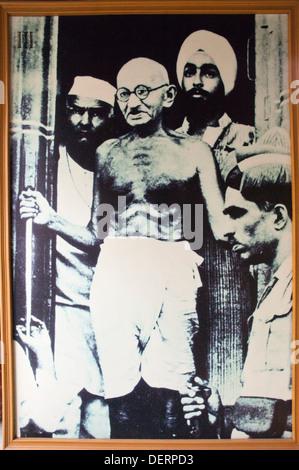 Immagine del Mahatma Gandhi con altri combattenti per la libertà, Sabarmati Ashram, Ahmedabad, Gujarat, India Foto Stock