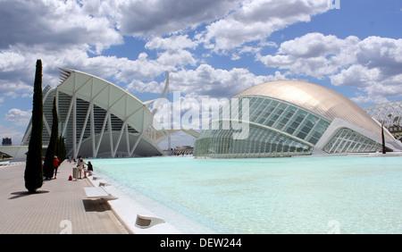 L'Hemisfèric, Città delle Arti e delle Scienze di Valencia, Spagna, progettato dagli architetti Santiago Calatrava Foto Stock
