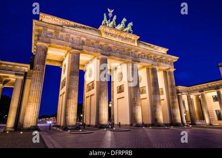 La Porta di Brandeburgo a Berlino, Germania. La Porta di Brandeburgo a Berlino, Germania. Foto Stock