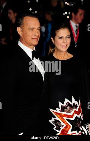 Tom Hanks assiste la 57th BFI London Film Festival; capitano Phillips - Gala di apertura a l'Odeon Leicester Square Foto Stock
