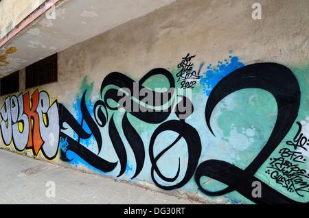 Graffiti illegali sulla parete. Preso in Tel Aviv, Israele. Foto Stock