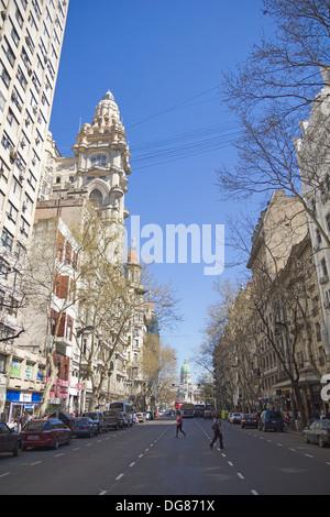 Può Avenue a Settembre 13, 2012 a Buenos Aires, Argentina. Strada collega la casa rosa con il Congresso Foto Stock
