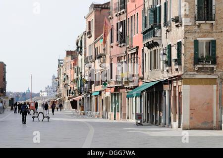 Gli edifici su Via Giuseppe Garibaldi, Castello, Venezia, Venezia, Veneto, Italia, Europa Foto Stock