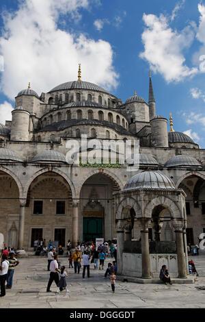 Le cupole del Sultano Ahmed Moschea Sultanahmet Camii o Moschea Blu, Sultanahmet, il centro storico, patrimonio Foto Stock