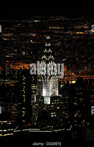 Chrysler Building come si vede dall'Empire State Building di notte, Manhattan, New York, New York, USA, America del Nord Foto Stock