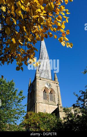 Chesterfield, Derbyshire, Regno Unito.24ottobre 2013. Tempo fresco è portare fuori i colori dell'autunno e il cielo Foto Stock