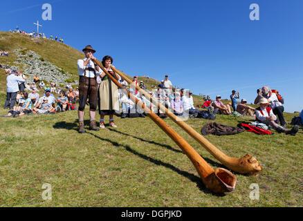 I giocatori alphorn, Diedamskopf, Schoppernau, Bregenzerwald, Bregenzer Wald, Vorarlberg, Austria Foto Stock