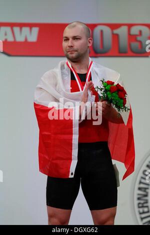 Wroclaw, Polonia. 27 ott 2013. Bartlomiej Bonk (POL) terza in uomini 105 KG gruppo finale a 2013 IWF pesi World Foto Stock