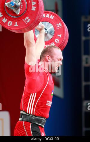 Wroclaw, Polonia. 27 ott 2013. Campione del Mondo Ruslan Nurudinov (UZB) durante uomini 105 KG gruppo finale a 2013 Foto Stock