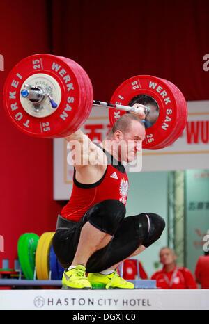 Wroclaw, Polonia. 27 ott 2013. Marcin Dolega (POL) durante uomini 105 KG gruppo finale a 2013 IWF pesi World Championships Foto Stock