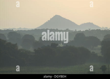 Monsoon vicino a Devigarh, vicino a Udaipur, Rajasthan, India, Asia Foto Stock