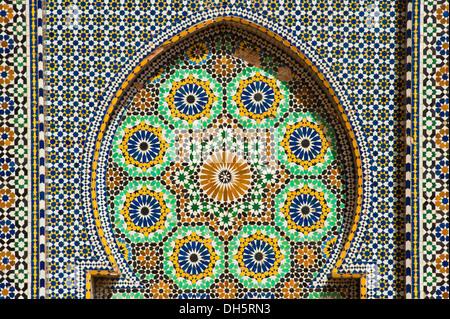 Zellige mosaico e lavori di piastrelle tradizionali marocchine porta