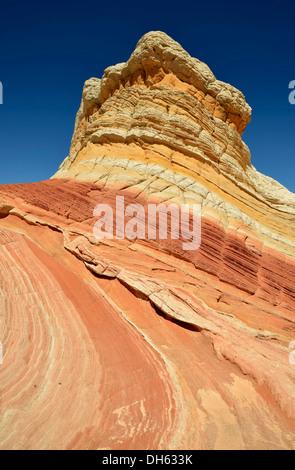 Lecca-lecca Rock, cervello rocce in tasca bianco, eroso Navajo rocce di arenaria con Liesegang fascette o anelli Foto Stock