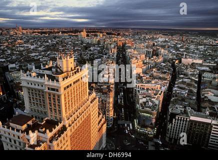 Edificio Espana e Gran Via al crepuscolo, Madrid, Spagna, Europa Foto Stock