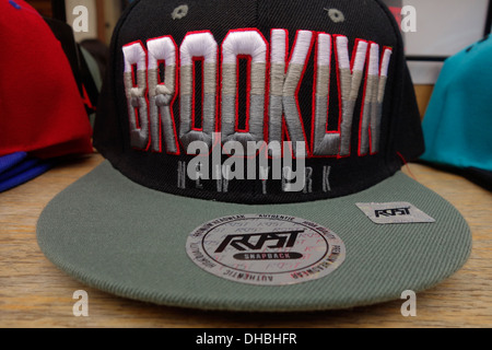 New York   Brooklyn cappelli di souvenir in vendita a Manhattan NYC ... 8149b8fb0ff3