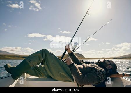 Gli uomini sul viaggio di pesca Foto Stock