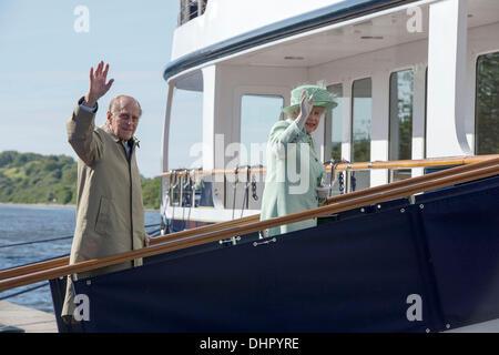 Queen Elizabeth II accompagnata dal Principe Filippo, il Duca di Edimburgo, imbarcarsi sul mio Leander a Ellesmere Port Ellesmere, Inghilterra - 16.05.12