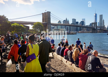 Jane è giostra nel ponte di Brooklyn Park Foto Stock